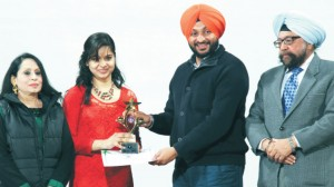 S. Ravneet Singh Bittu, MP, Ludhiana Parliamentary Constituency alongwith the College President and College Principal honouring a diligent student on the Annual Prize Distribution Function