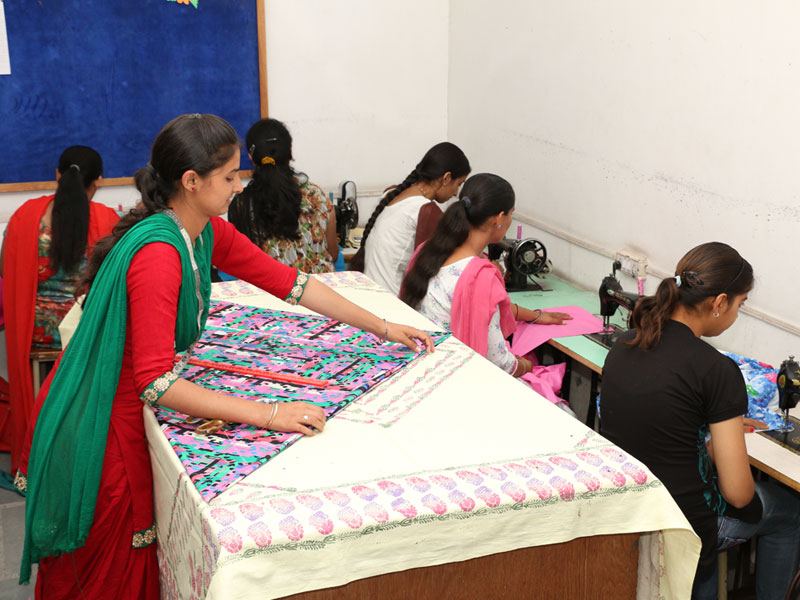 Faculty Of Fashion Designing Guru Nanak Girls College Gngc