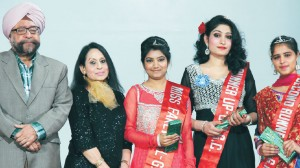 Winners of beauty pageant sharing a cheerful click with College Principal and President, GNET