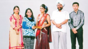 College Principal Dr. (Mrs.) Charanjit Mahal and College President honouring the winner of 'Miss Farewell' Contest on the Valedictory Function organised by Department of Physics